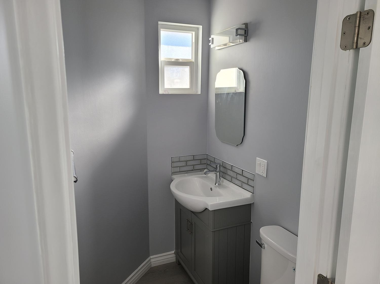 Glendale addition-Powder room