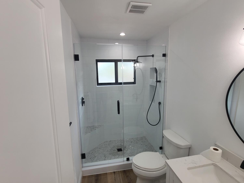 Thousand Oaks-Guest bathroom